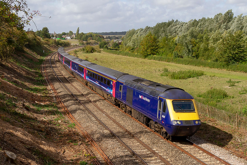 19th Sep 2019:  43071 with 43176 at the rear is forming 1A81 the 07.41 from Penzance to Paddington and is pictured as it crosses Hungerford Common.