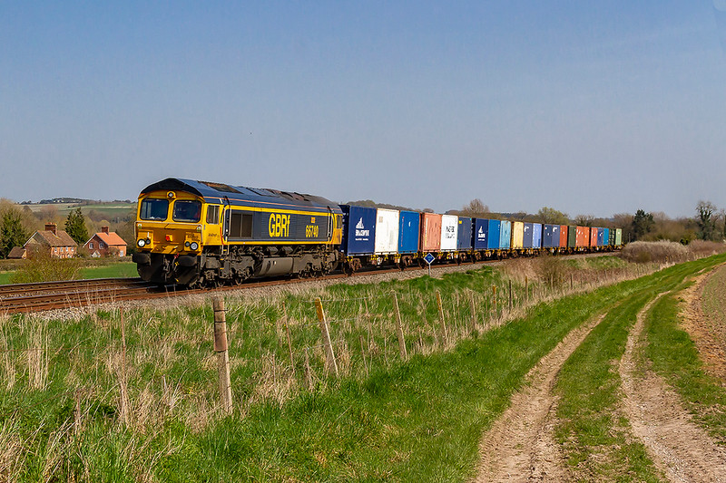 1st Apr 2019:  Running through Bapton 66740 'Sarah'  is  powering  6M42 from Marchwood MOD to Biscester MOD.  Good to see some containers rather than the usual empty flats.