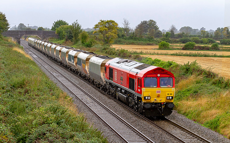 18th Aug 2019:  If it had not been 66100 'Armistis 100 1918-2018'. doing the business I would not have bothered to go out on such a foul wet and windy day. 6A83 working from Avonmouth to West Drayton is passing through Edington on the Berks & Hants line.