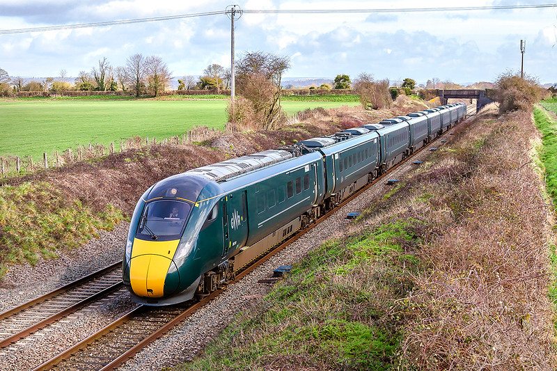 19th Feb 2019:  800316 at Edington as it  works 1C46 that started from Paddington at 10.03 and is going to Taunton