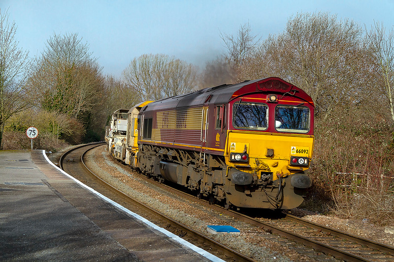 17th Feb 2019:  Rounding the curve into Warminster Station is 66092 working 6W98 from Keynsham to Eastleigh.  On the other end of the LWR train is 66034