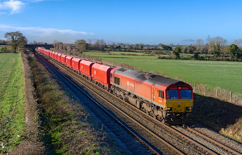30th Jan 2019:  Two firsts in one picture !  66152 was the first DB class 66 to be  painted into the Schenker red livery and is seen here in the poit od 6M20 at Edington.  The hoppers are the first rake of MRAs that have been  converted from MTA coal hoppers