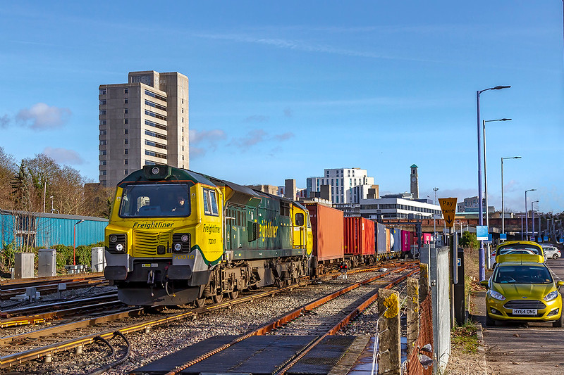 9th Jan 2019:  70010 is in charge of a well loaded 4O14 the 05.36 from Garston to Southampton Maritime at Southampton Central that is exactly 30 minutes early