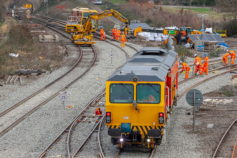 13th Jan 2019:  The rail mounted crane is unloading Detrious  and the other crane is moving it into the compound.  The tamper is DR 73905