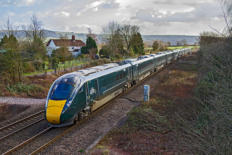 27th Jan 2019:  Accelerating away from Hawkeridge Junction are 800032 & 800023 as they work 1B40 the 12.33 Paddington to Carmarthen