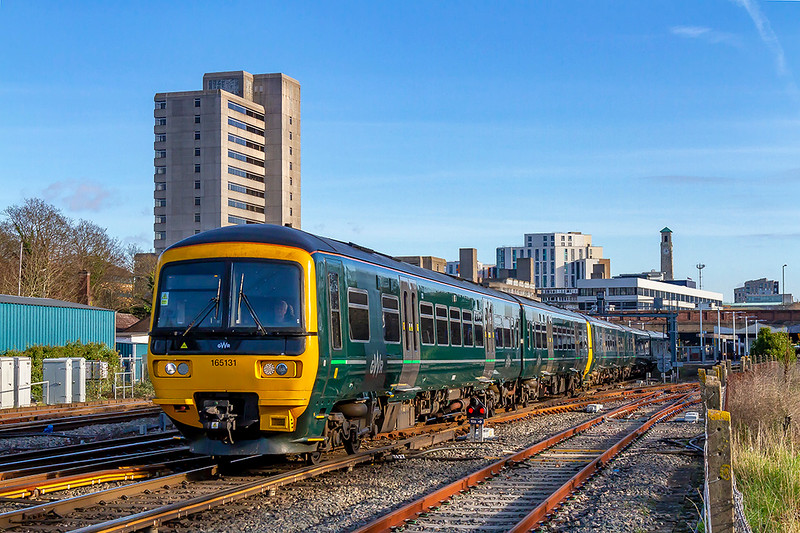 9th Jan 2019:  A secong surprise at Southampton Central was to find that GWR Turbos were now being rostered to work the Portsmouth Carfiff services.  165131 & 166215 are working 1F16 the 11.23 from Portsmouth Harbour to Cardiff Central