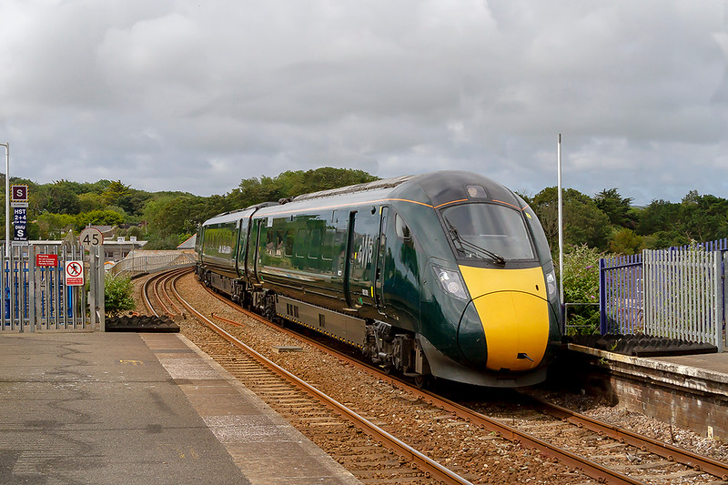 12th Jul 2019:  Entering the station at Hayle are IETs 802009 and 802010 forming 1A85 the 10.00 from Penzance to Paddington
