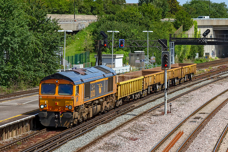 27th Jun 2019:  6V41 is the afternoon returning departmental from Eastleigh to Westbury captured here passing through Millbrook station.  Nornally what hauls the morning train takes the return back but not today.  66723 'Chinook ZA723' is. not being taxed with only 4 empties in tow.