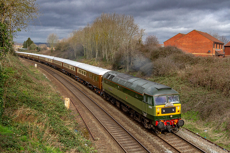 16th Mare 2019: The Stateman tour from Crewe to Portsmouth Harbour is pictured at Mud Lane as it leaves Trowbridge. Leading is D1924 ;Crewe Diesel Depot' in the original 2Two Tone green livery.  Entering service on 20th Dec 1966 it has also carried the nmbers 47247, 47655 & 479801.  Bringing up the rear is 47853.