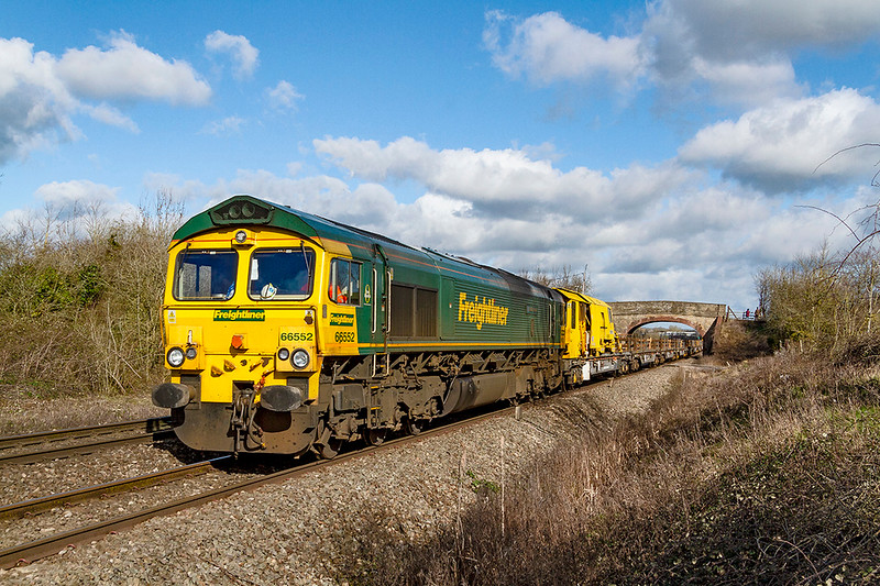 17th Mar 2019:  66552 is nearing the end of it's journey as it runs through Heywood with an empty Long Welded Rail train from Westerleigh Junction to Westbury Up Yard