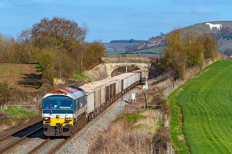26th Mar 2019:  7C77 from Action to Merehead with Hanson 59102 on the front is captured as it runs between Westbury Station and Fairwood Junction.  The White Horse look fairly close but is actually 3 miles away