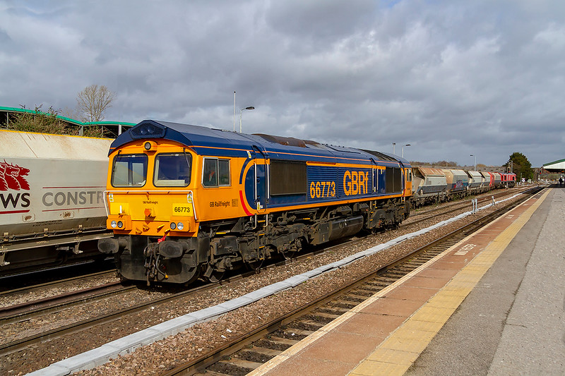 13th Mar 2019:  66773 has just arrived at Westbury from Eastleigh and will shortly  work 6M40 to Stud Farm  in Leicestershire with a rake of Side Tippers for a ballast refill. 66009 can be seen in the distance.