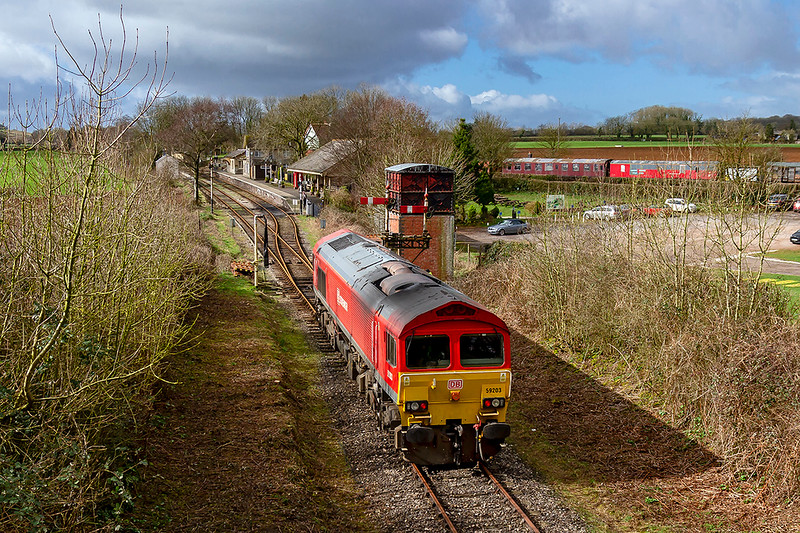7th Mar 2019:  Having relinquished the Main line access staff 59203 is now easing into the Platform at Cranmore.  This refresher movement is in preparation for a forthcoming railtour