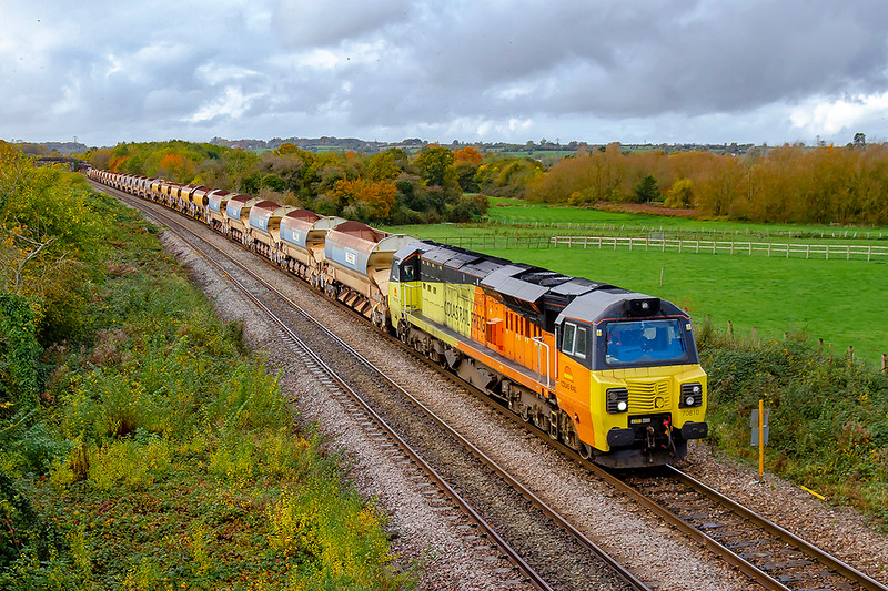 4th Nov 2019:  Colas  70810 is heading 6C29 from Crediton to Westbury through Fairwood on the outskirts of Westbury.  On the other end of the 5 sets of JJA auto Ballasters is 70813. I cannot remember ever seeing this many in one tran before.