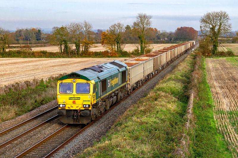 19th Nov 2019:  66593 running through Baynton Farm in Edington with 6C58 from Oxford Banbury Road to Whatlrey Quarry