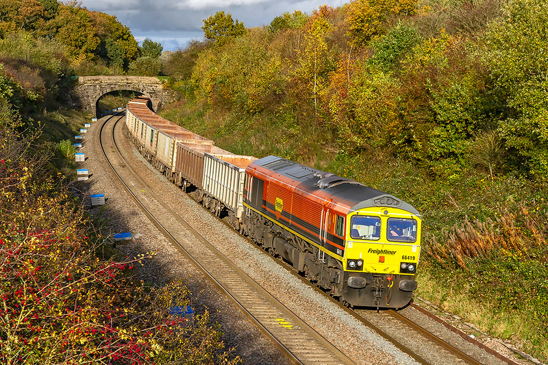 4th Nov 2019:  On the first day that Freightliner have taken over the DBC operated stone workings from the Somerset Quarries 66419 was rostered to work 6C58 from Oxford Banbury Road to Whatley Quarry.  Pictured from the Clink Road bridge in lovely light it is rounding the curve slowly and will  shortly leave the main line to take the line to the quarry.