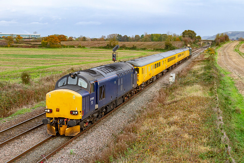 6th Nov 2019:  The days tester to Weymouth from Tyseley LMD is powered by 37612  with 37610 on the other end and pictured as it leaves Westbury.  Unfortunately ot  will be dark when it returns on ot's way to Bristol High Level Siding so no thance of a picture then.