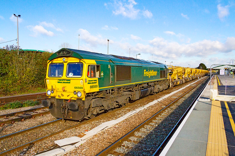 18th Nov 2019:  Waiting to get under way is 66569 with 6C73 from Westbury to Fairwater Yard in Taunton with the refilled HOBC wagons.