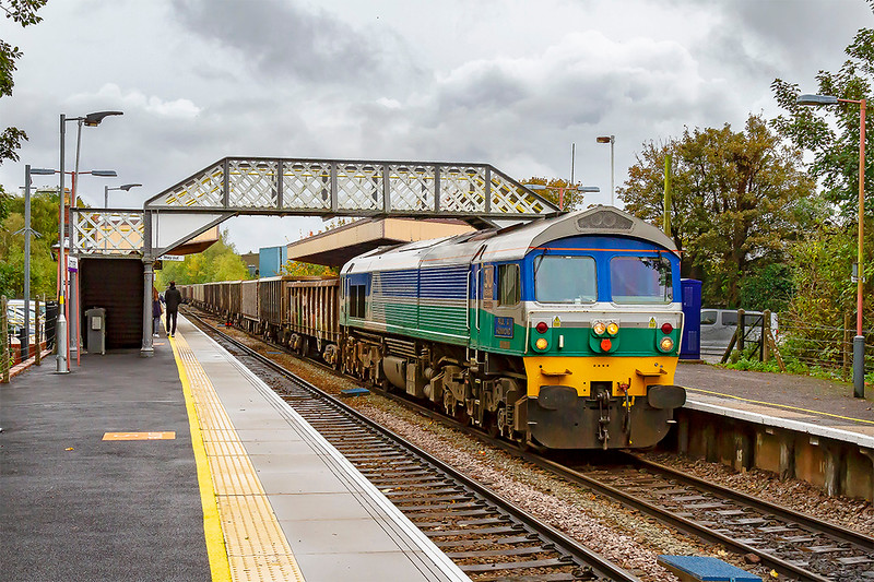 12th Oct 2019:  7Z52 is the service to return a rake of empty boxes from Southampton Up Yard,  originally called Bevois Park and used as a marshalling yard for traffic on the Didcot Newbury & Southampton line, to Whatley Quarry.  Provinding the urge today is 59004 'Paul A Hammond'.  Crap weather so iso 1600 required.  With Freightliner due to take over the DBC opperated stone services in November this may be the last chance that I have to picture a 59 on this working.