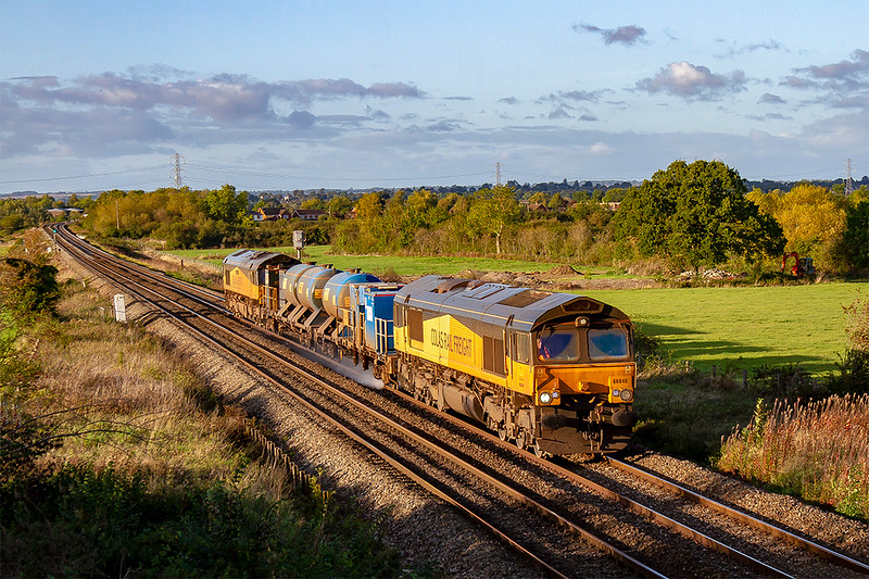 6th Oct 2019:  The Bristol RHTT set starts from Bristol Kingsland Road at 14.57 and covers the lines eastward to Chippenham and Westbury before heading to South Wales.  Pictured at Heywood hired in by DBC Colas 66846 & 66850 are in charge of 3J59 that will finally get back to Bristol some 22 1/2 hours after it started.