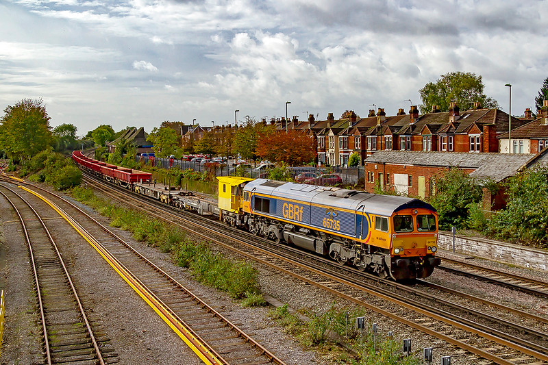 16th Oct 2019:  Arriving at Eastleigh is 66735 'Peterborough United' at the head of 6O41 the morning departmental from Westbuey to Eastleigh.