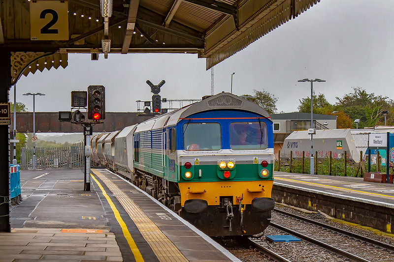 4th Oct 2019:  On a very grotty morning 59004 runs though Platform 2 at Westbury with 6C31 from Theale to Whatley Quarry.  Running 74 minutes early  it couls not use the DownLoop as it wasblocked by 7C29 the 06.27 from Acton to Merehead which arrived early  but departed 94 minutes late.