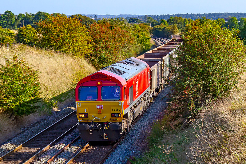 18th Sep 2019: Probably the last time this year that the Southampton Up Yard to Whatley Quarry can be pictured here in Upton Scudamore as the shaddows are now getting in the way. 66065 with 6Z52 at 16.36 is 13 minutes early so I was rather lucky with the light.