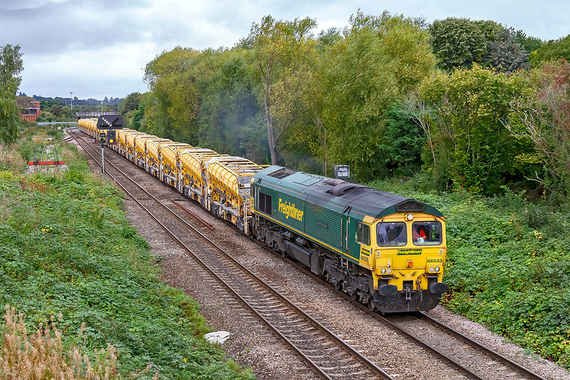 23rd Sep 2019:   66533 is leaving Westbury with 6C73 to Fairwater yard. The HOBC has had a refill at the Virtual Quarry and is returning to Taunton via Bristol so that the set is reversed ready for it's next duty.  The earlier full sun had by now disappeared unfortunately.