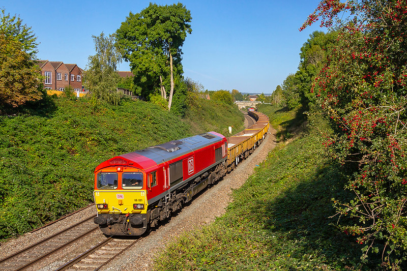 18th Sep 2019:  Pictured at Mud lane climbing away from Trowbridge is 66021 on 6W01 from Port Talbot to Westbury with 66034 on the other end
