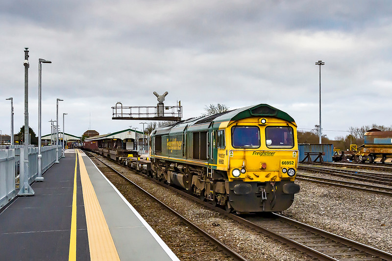 4th Feb 2020:  Through Westbury's Platform1 is 66952 on the point of 4O57 from Wentloog to Southampton MTC.  Crap weather but I took it because I could !!  Crap consist as well.