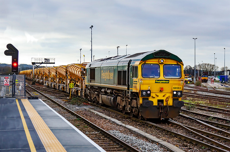 10th Jan 2020:  Again working the Fairwater Yard to Westbury HOBC wagons is 66563.  6C84 is pictured from the newly extended platform 3 at Westbury.