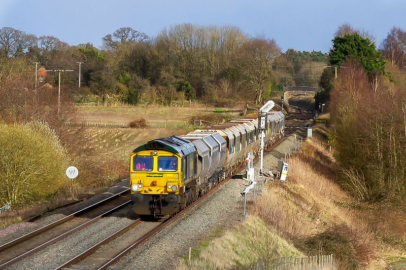 2nd Mar 2020:  Approaching Woodborough is 66571 powering 6V18 from Allington to Whatley Quarry