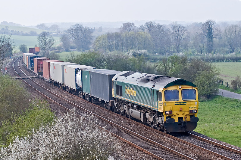 12th Apr 07:  66525 heading South at Hanging Langford. 4O35 from Crewe