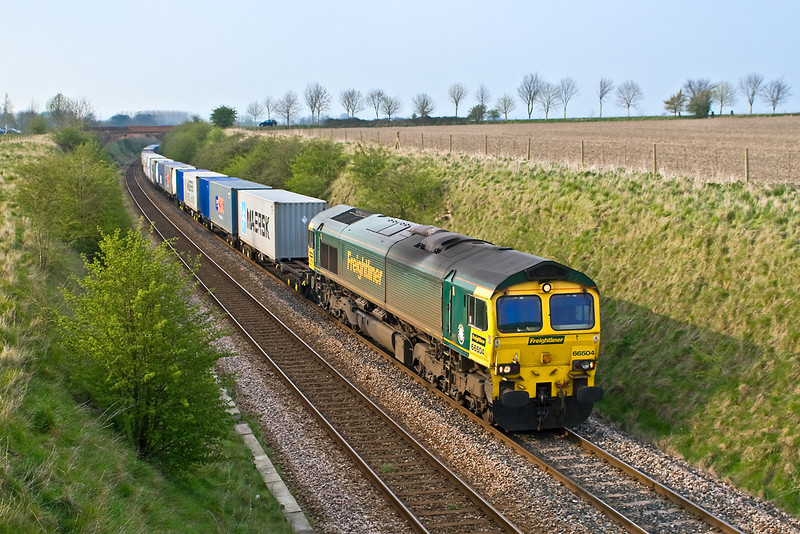 12th Apr 07:  66504 is almost at the top of the 1 in 75 climb from Westbury with 4O27 for Southampton from Ditton