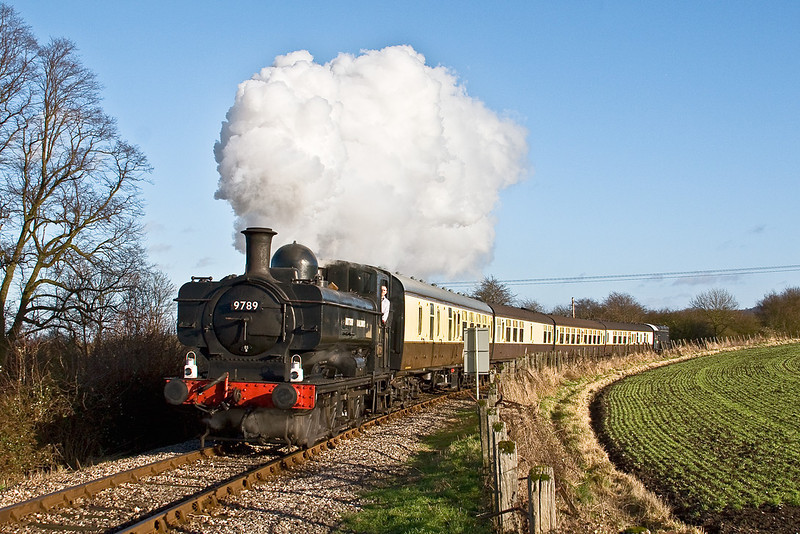 29th Dec 07: GWR Pannier Tank 9682 is renumbered to be Slough's 9789 as the Icknield Line commerorates the birth of BR on Jan 1st 1948.  9789 in this livery is known to have worked the line.  Captured here accelerating through Horsenden heading for Chinnor