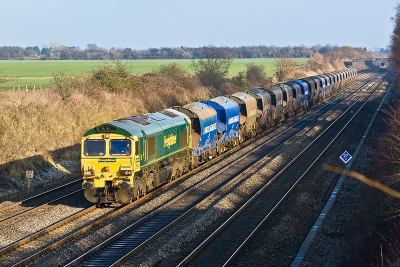 17th Dec 07:  With 22 Bardon Agregates JRA hoppers in tow Freight Liner's Heavy Haul 66602 is in charge of 6Z57 from Bow to Hackney Yard empties