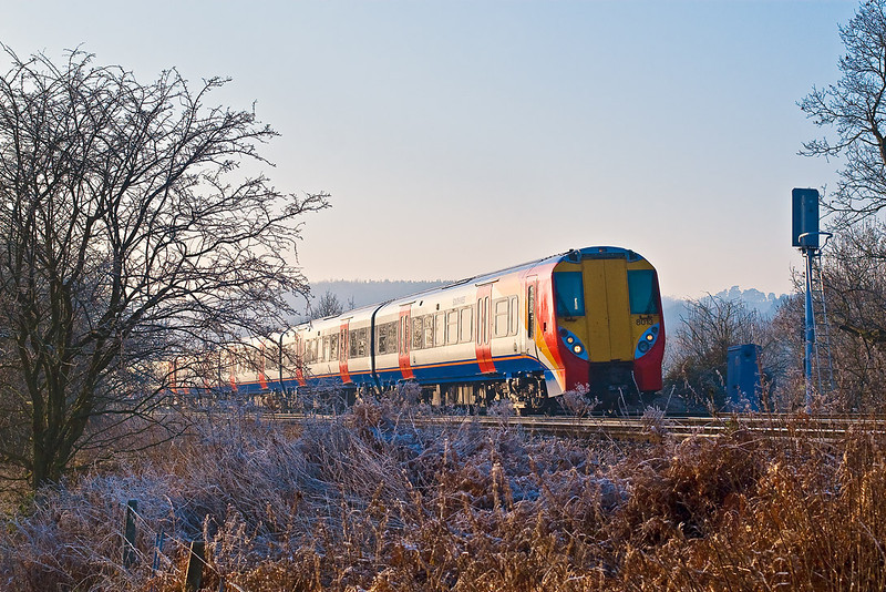 20th Dec 07:   Juniper 458013 catches the light as it makes for Waterloo from Reading