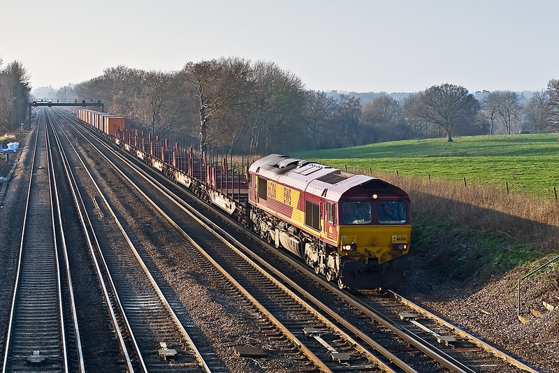 19th Dec 07:  There was a reasonable load for the Eastleigh to Wembley Enterprise service with 66206 in command.