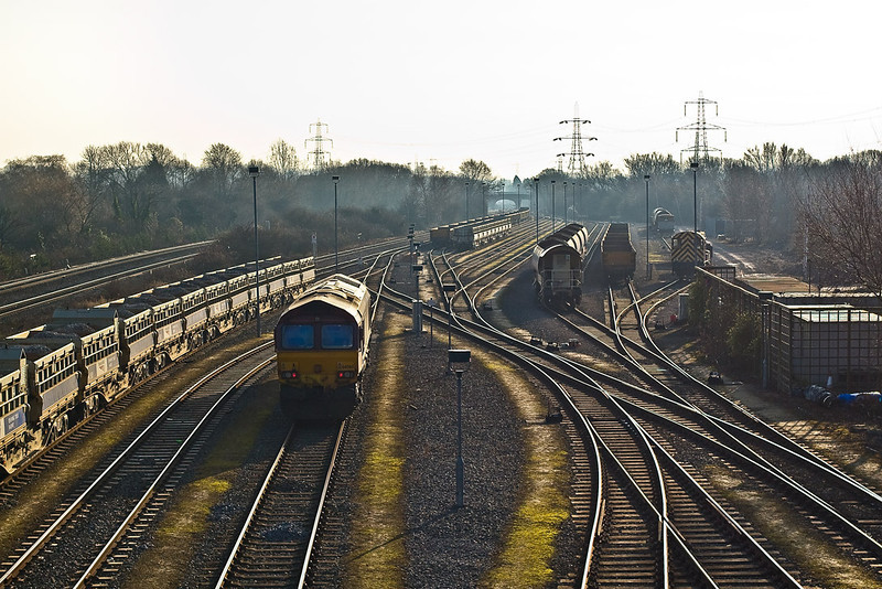 16th Dec 07:  66060 'Yings' away to it's self in the south end of Hinksey Yard