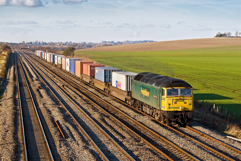 15th Nov 07:  Rostered for 4O27 the 07.12 Ditton to Southampton Liner was 57005