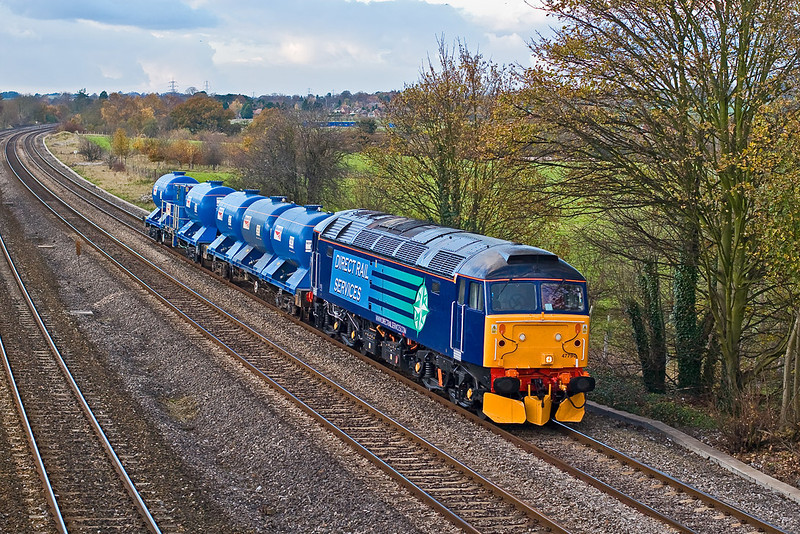14th Nov 07:  Resplendent in the new livery 47790 wheels some new Water Cannon tanks from York to Reading West Junction Yard through Lower Basildon