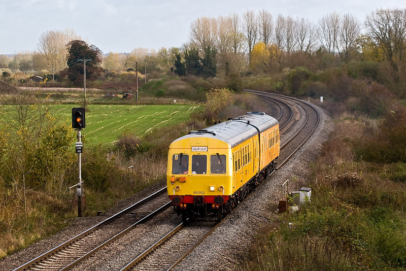 6th Nov 07:  Test Lab 19 .  1O1 Class DMU  'IRIS 2' nears Colthrop on it's trip from Reading to Woodborough Loops.  Starting from Bristol Barton Hill it made 2 trips on the Berks & Hants line before ending the day at Didcot