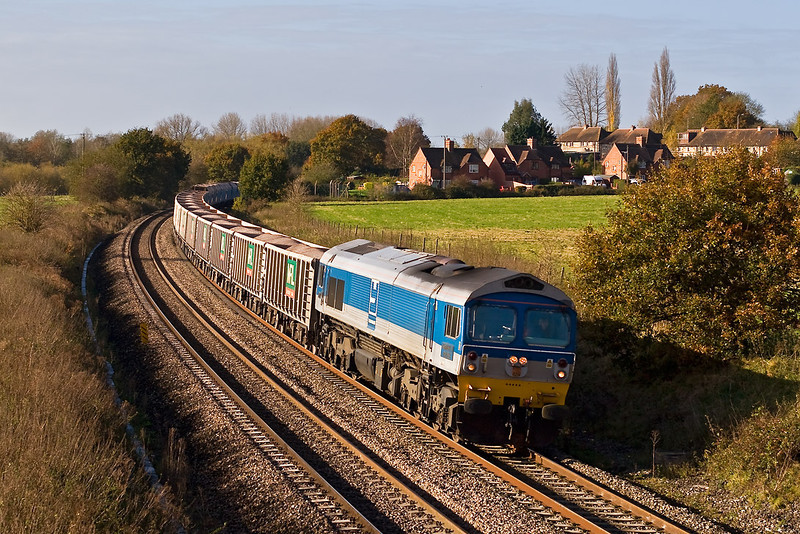 6th Nov 07:  59005 rounds the corner from Midgham Station with 7A09 from Merehead to Acton