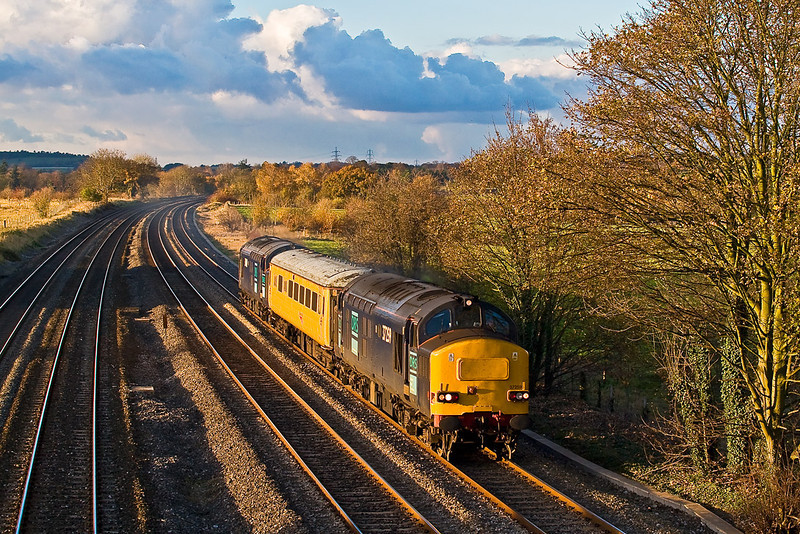 14th Nov 07:  Catching the late afternoon sun and with 37259 now leading 2Z02 makes it's 2nd  trip
