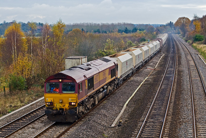 14th Nov 07:  66027 powers the Hayes to Moreton on Lugg  empty hoppers.  Note the two old RMC ones in the consist