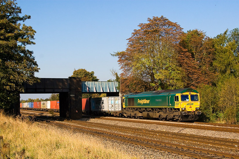23rd Oct 07:  66594 'NKY Spirit of Kyoto' leads the 06.13 from Leeds under the bridge at Lower Basildon