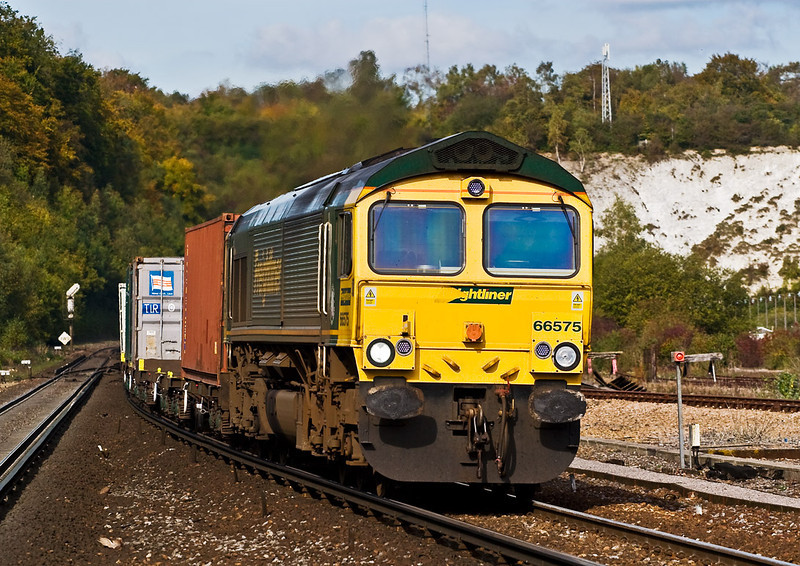 18th Oct 07:  There may be many class 66's but for me, particularly from this view point, they are impressive machines