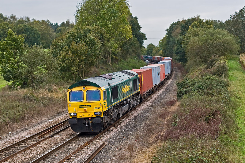 24th Oct 07:  Thanks to Big H's arborial work a wider view is now possibe from the bridge at Silchester.  66591 in charge of 4M58. 11.00 Southampton to Ditton