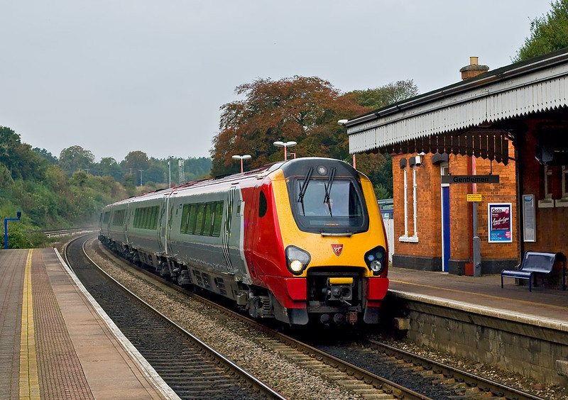 15th Oct 07:  'De branded' Voyager 221140 runs through Pangbourne