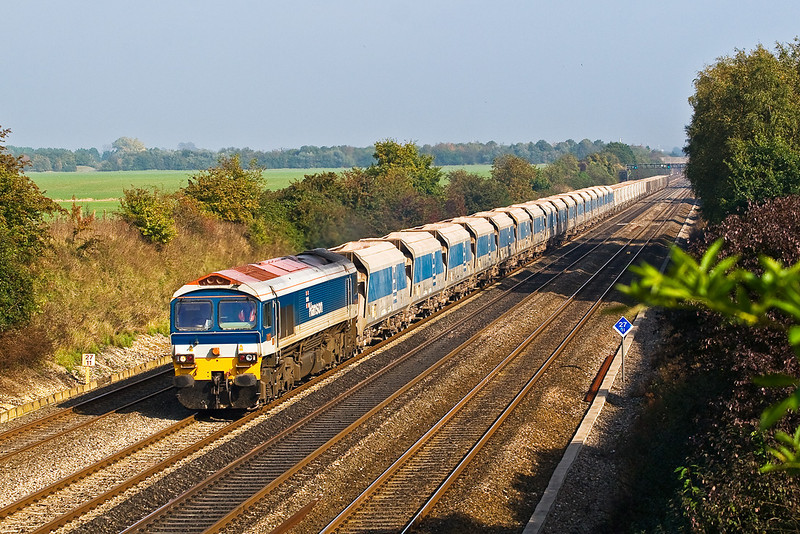 11th Oct:  In perfect Autumn light 59101 heads the 7C77 Acton to Merehead empty Jumbo west through Shottesbrooke